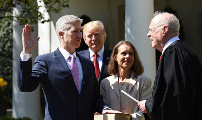 Neil Gorsuch sworn into U.S. Supreme Court