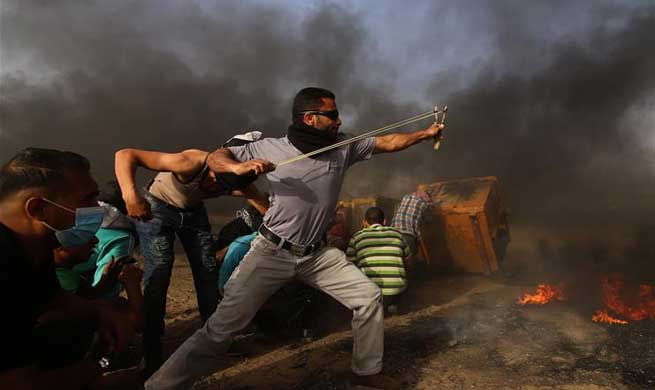 25 Palestinian protesters injured in clashes with Israeli soldiers in eastern Gaza