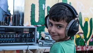 Venezuelan musicians give concert at refugee camp in Greece