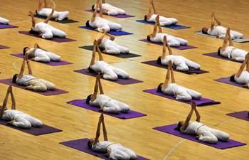People mark national Fitness Day around China