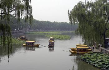 Tourists enjoy Duanwu holiday at Beihai Park