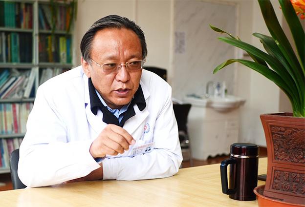 請您結合自身經歷,講述一下西藏民主改革前後西藏醫療衛生條件變化的感受。