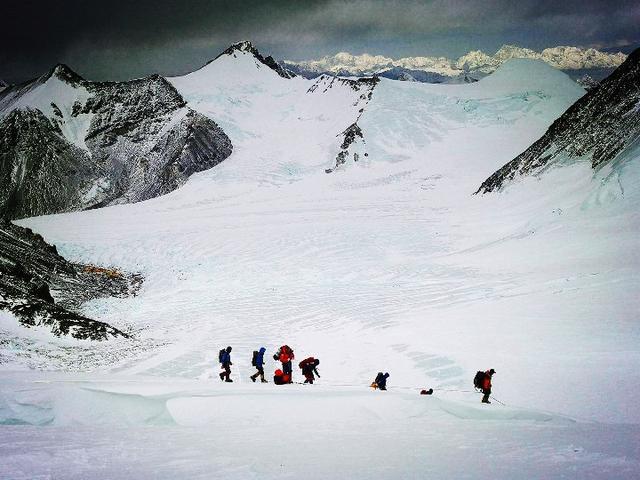 中國向世界宣布:珠穆朗瑪峰高度為8844.43米!