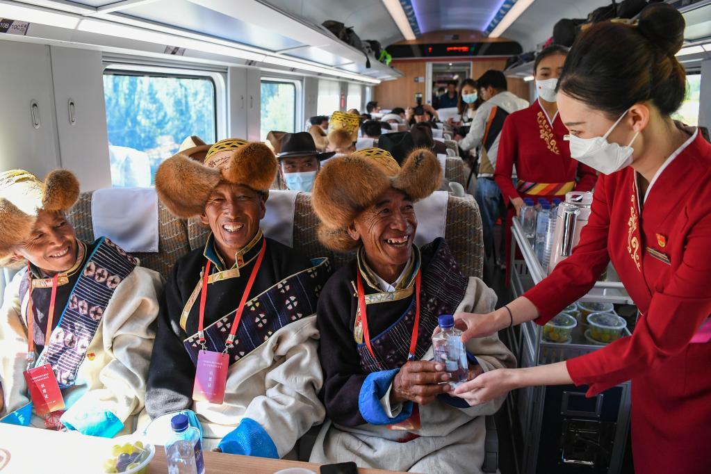 新華全媒+ | 西藏首條電氣化鐵路建成通車 復興號實現31個省區市全覆蓋