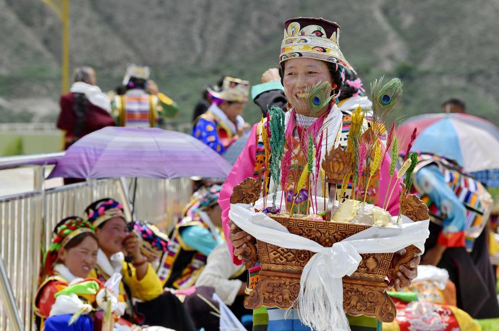 """西藏:共康村歡度""""望果節""""(圖)"""