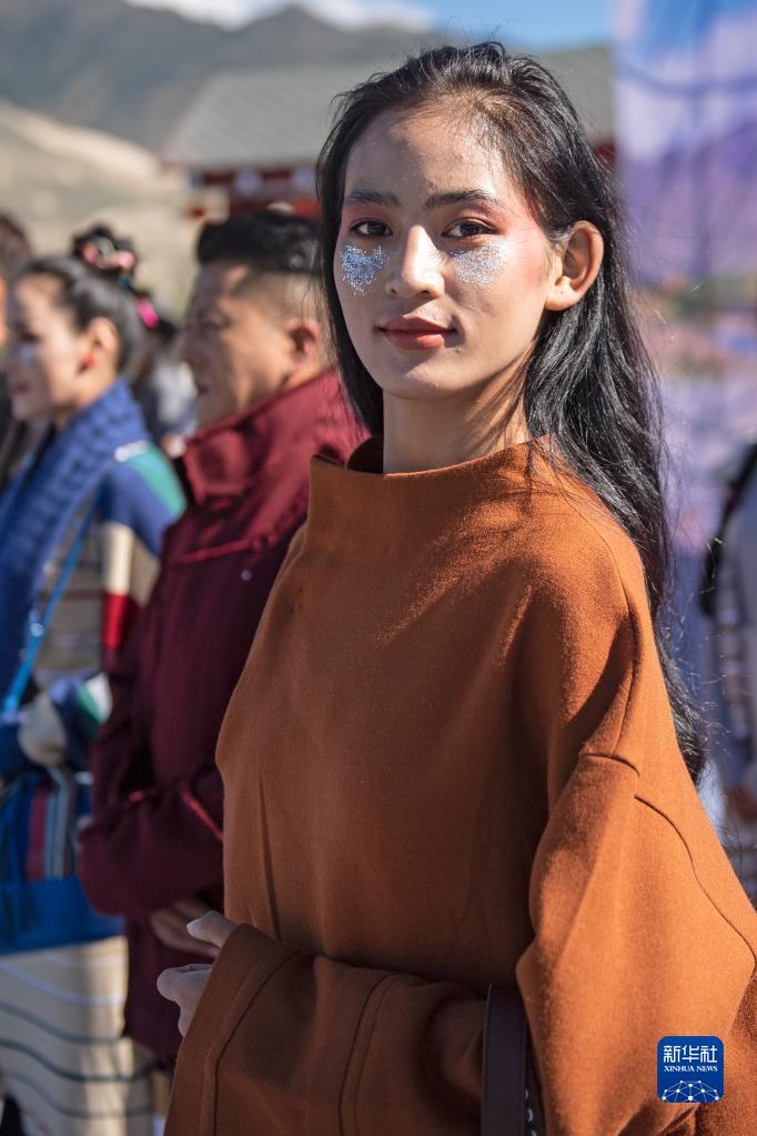 """西藏山南:""""雅魯藏布""""現代藏裝服飾秀(圖)"""