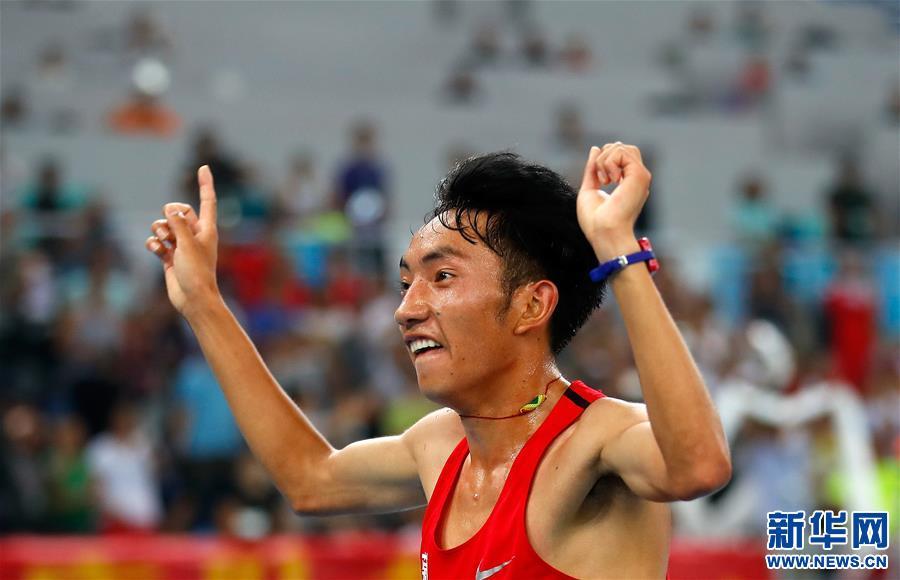 男子10000米:多布杰夺冠