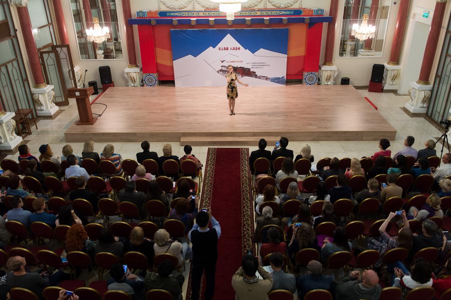 天上西藏數字藝術展在莫斯科開幕