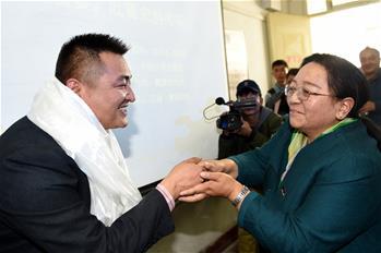 西藏本土培養的首批在讀藏族博士生通過論文答辯