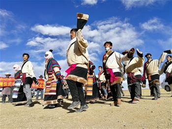 藏北牧民載歌載舞迎接黨的十九大