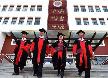 西藏本土培養的首批博士研究生畢業