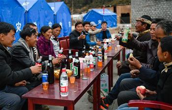 西藏林芝地震災區群眾歡度工布新年