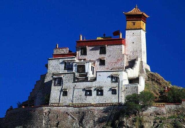 西藏雍布拉康進行維修保護