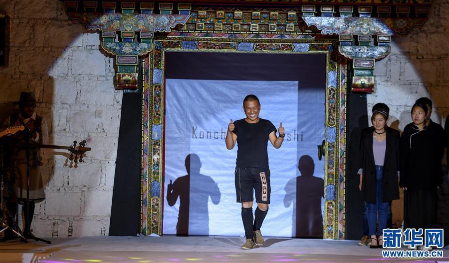 拉萨:传统藏装的时尚之路