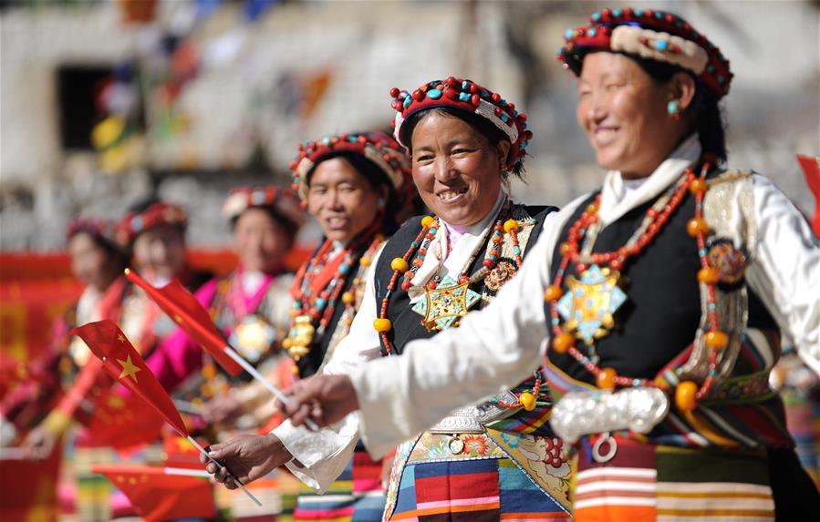 西藏日喀則:載歌載舞迎新年