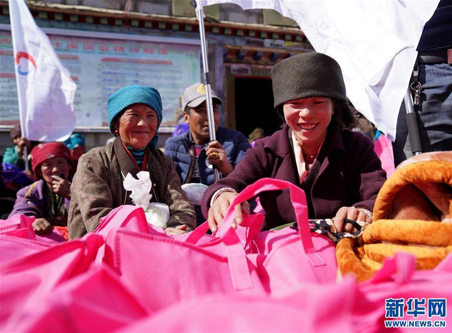 """""""發展思路就是最好的年貨""""——西藏雪山""""神湖""""邊一個村莊的脫貧進行時"""