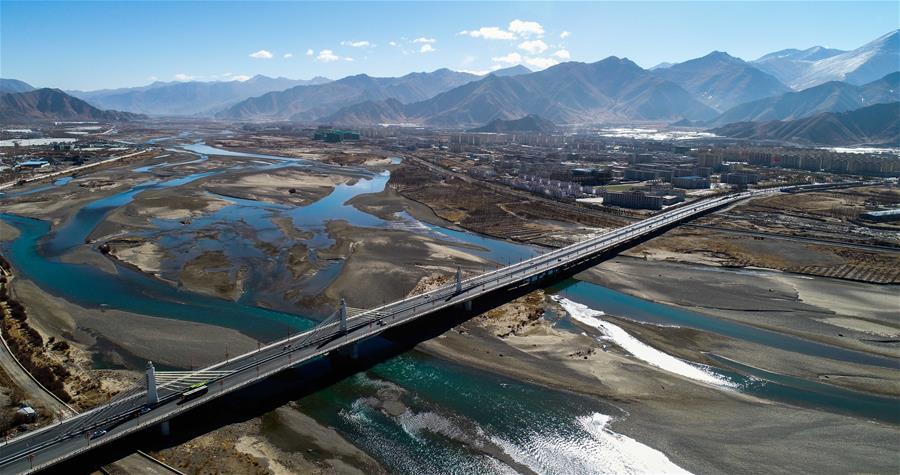西藏力爭三年內實現所有鄉鎮和建制村通公路