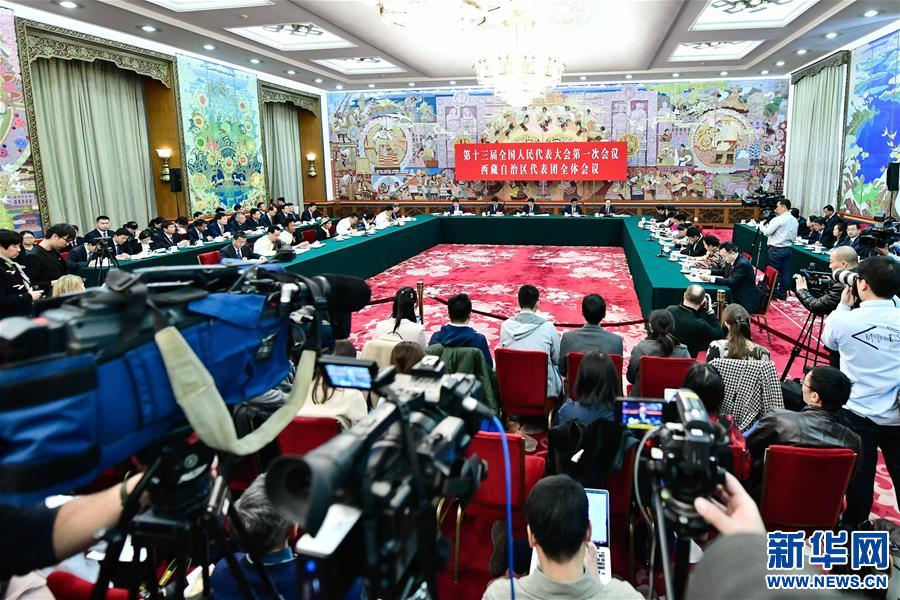 西藏代表團全體會議向媒體開放