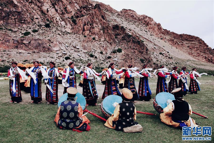 """西藏薩嘎:古老""""甲諧""""舞出致富新路"""