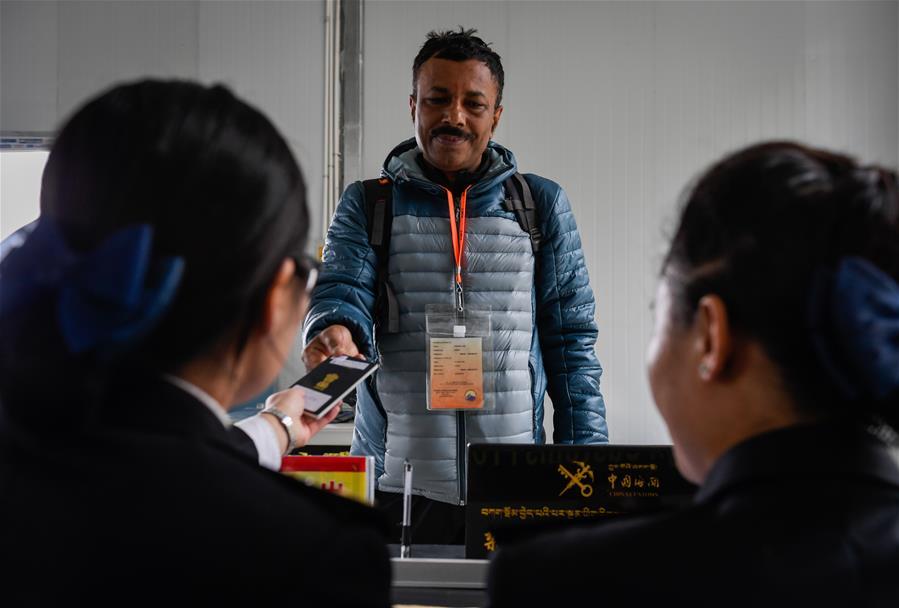 中國乃堆拉山口迎來今年首批印度官方香客(圖)