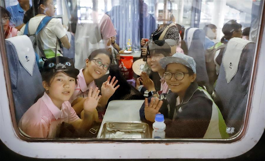 內地西藏班學生返鄉度暑假