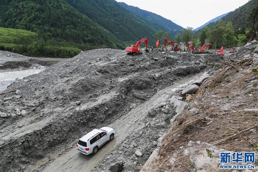 川藏公路西藏波密段斷通路段成功搶通並恢復通車(圖)