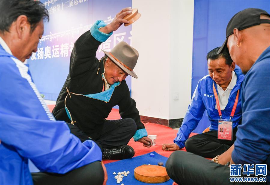 """西藏民族體育運動項目""""秀茲""""比賽在拉薩舉行(圖)"""