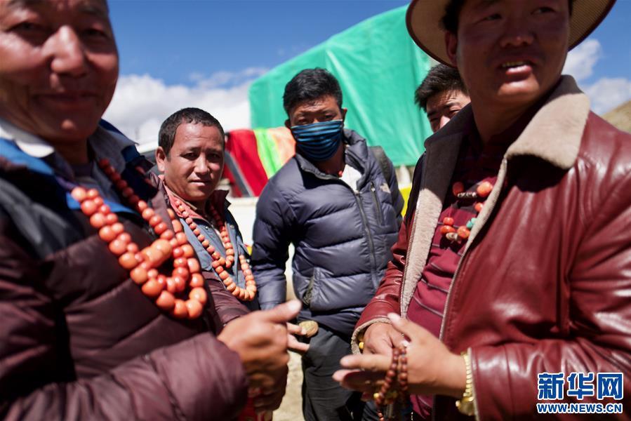 西藏:雪山腳下的中尼帳篷邊貿市場(圖)