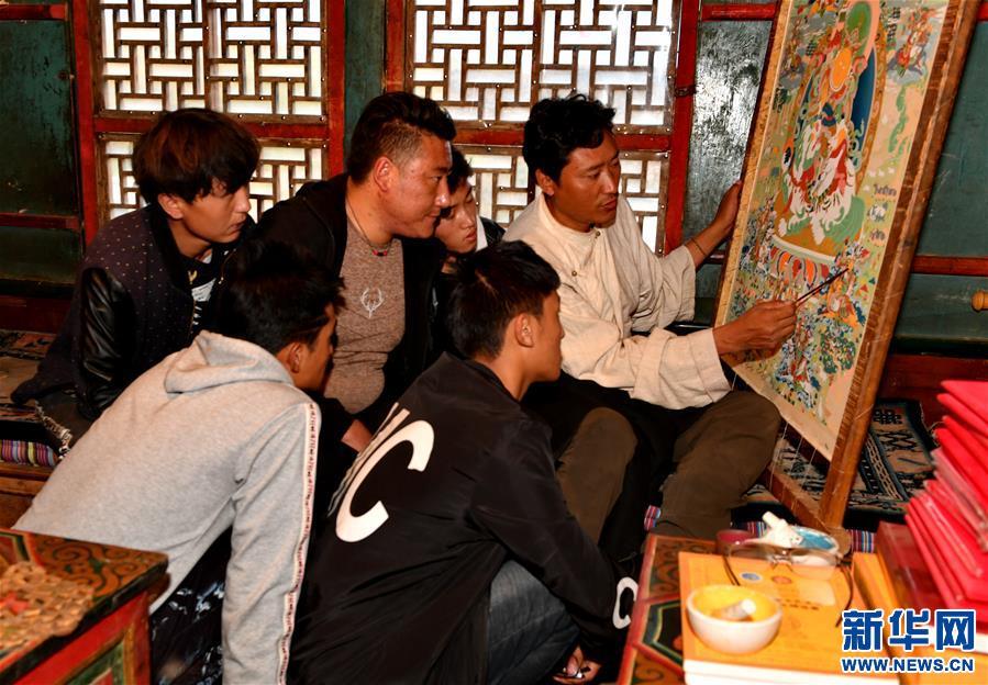 西藏昌都:唐卡技藝助力脫貧(圖)