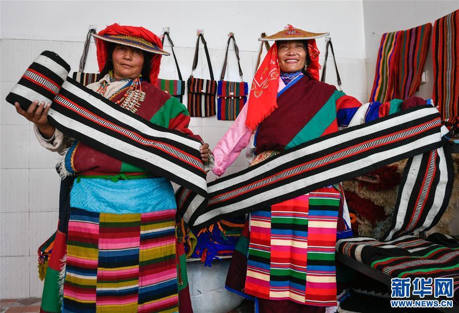 西藏阿裏:民族手工編織助脫貧(圖)