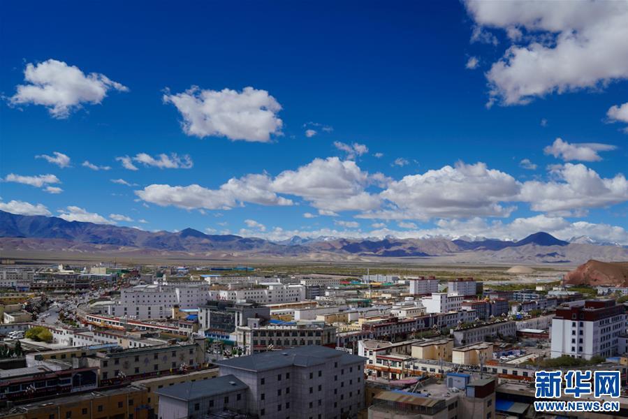 西藏:煥然一新的獅泉河鎮(圖)