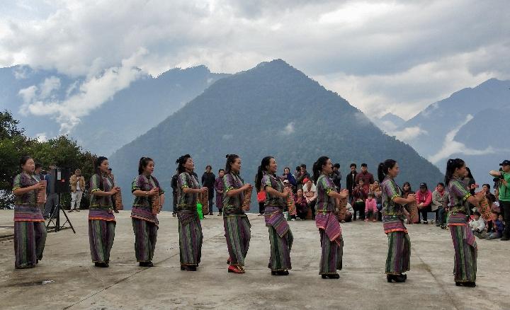 西藏墨脫縣文藝隊赴駐村點開展活動