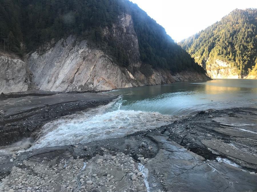 雅魯藏布江堰塞體出現自然過流