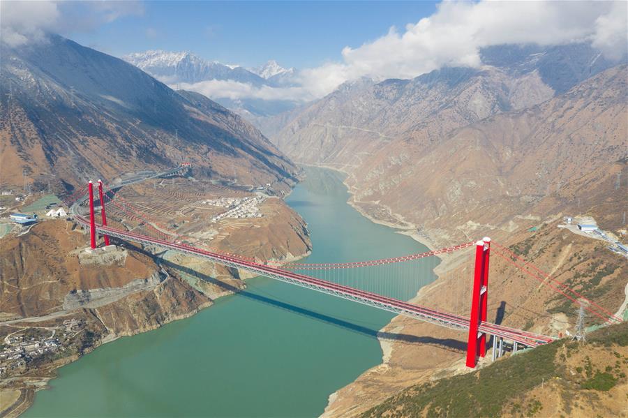 """川藏""""新干线""""雅康高速公路全线建成并试通车(图)"""