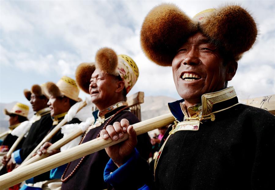 西藏:載歌載舞迎開耕(圖)