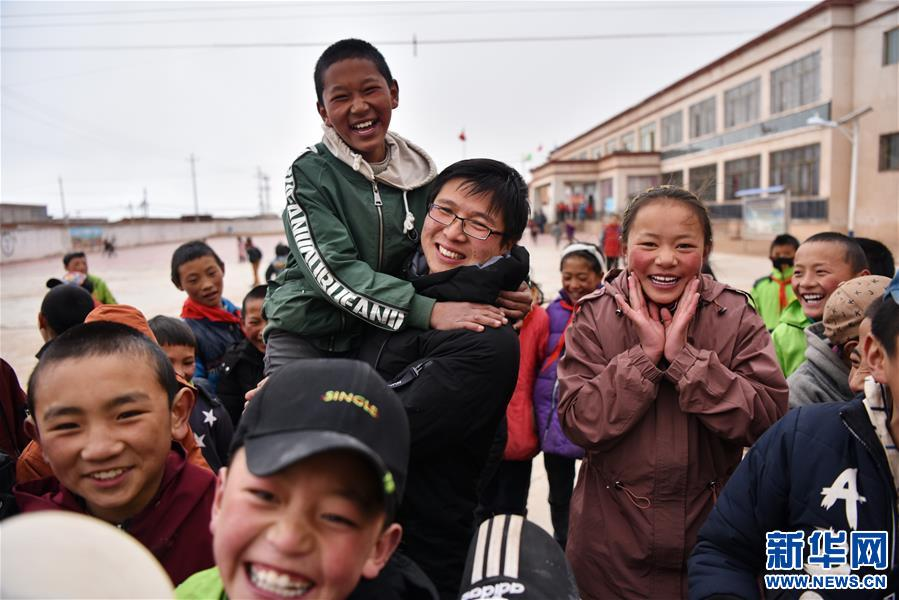 青春之花綻放五千米雲端——記扎根海拔最高縣小學教師夫妻杜安東、曹曉花(圖)