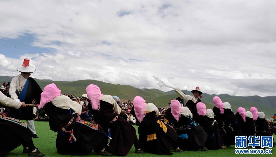 海拔4300米上的拔河比賽(圖)