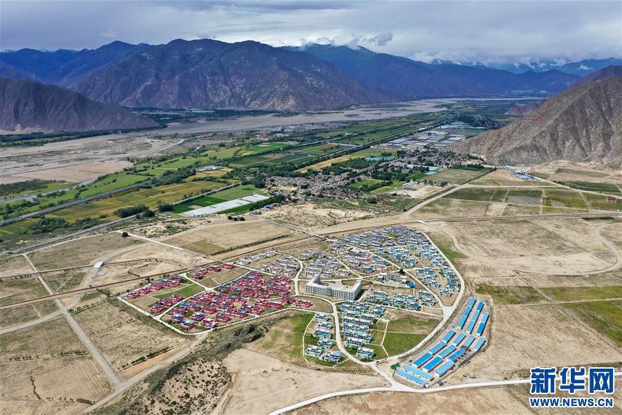 探訪西藏首批易地扶貧搬遷點——拉薩河畔四季吉祥村(圖)