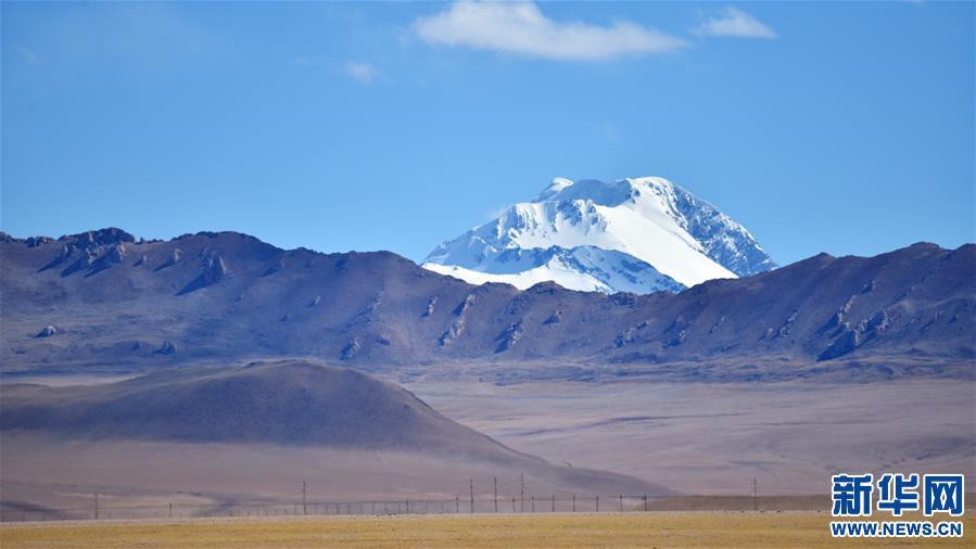 西藏:秋日夏崗江雪山(圖)