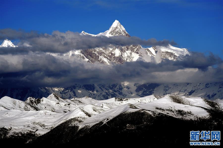 壯美南迦巴瓦峰(圖)