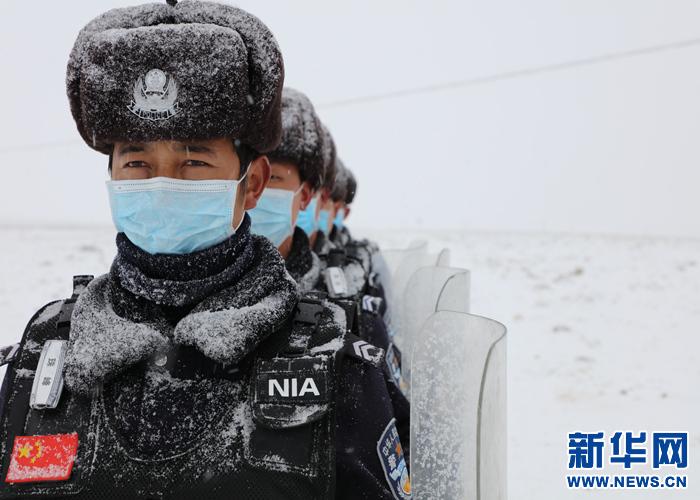 雪中巡邏:珠峰腳下的移民警察(圖)