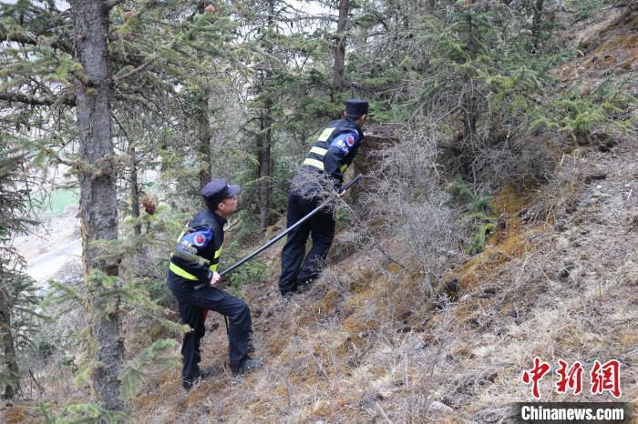 西藏山南邊境管理支隊開展邊境地區森林防火排查