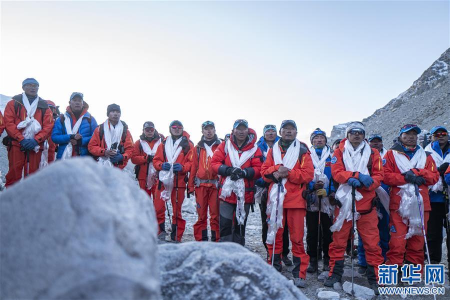2020珠峰高程測量登山隊全體隊員安全返回大本營(圖)