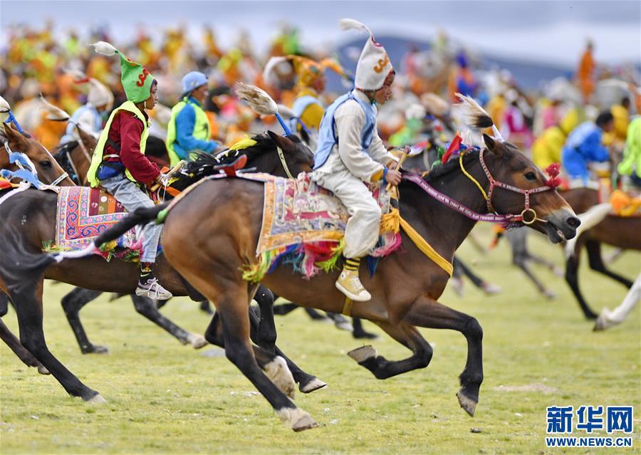藏北高原上的傳統大跑賽馬(圖)