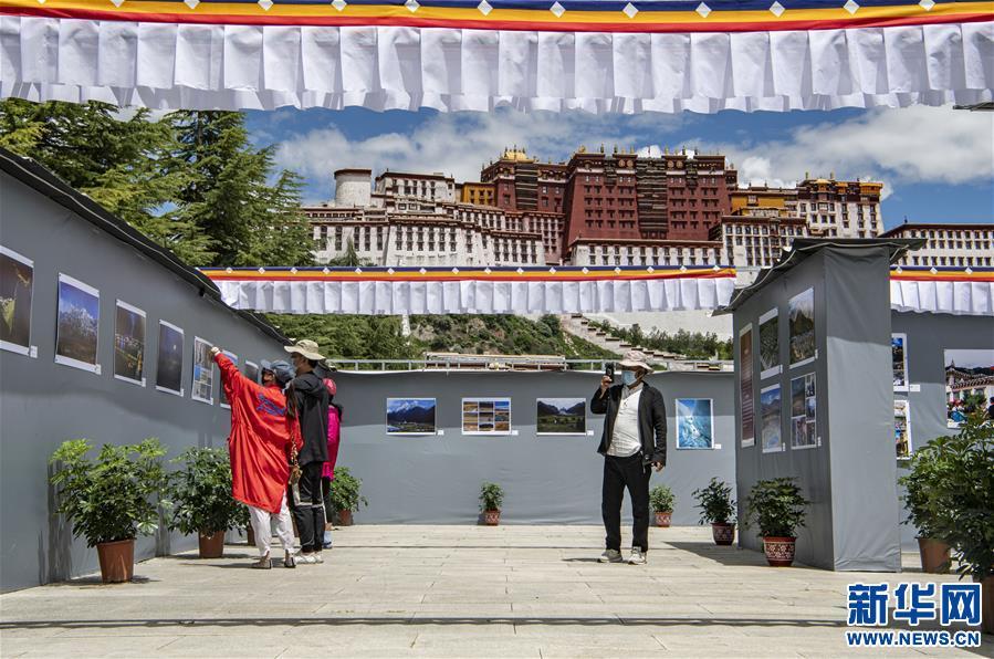 第十三屆西藏珠穆朗瑪攝影大展開幕(圖)