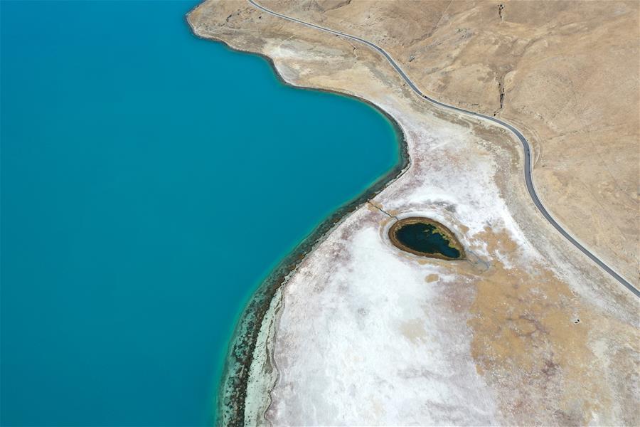鳥瞰羊湖(圖)