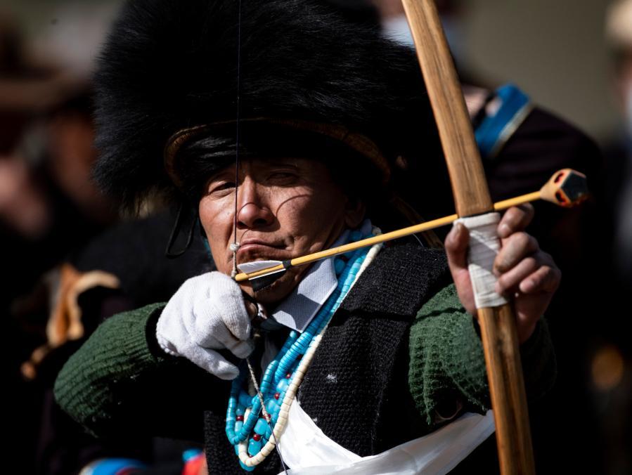 西藏林芝:射響箭 過新年(圖)