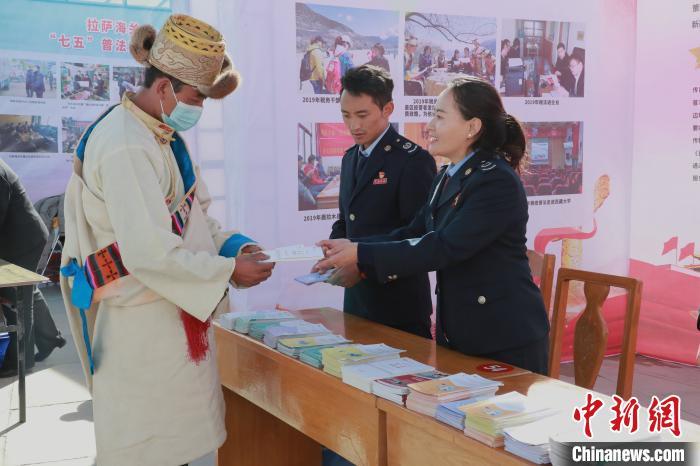 """""""十三五""""期間 西藏新增減稅降費達1051億元"""