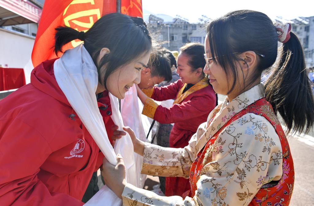 西藏山南迎來碩士支教團(圖)