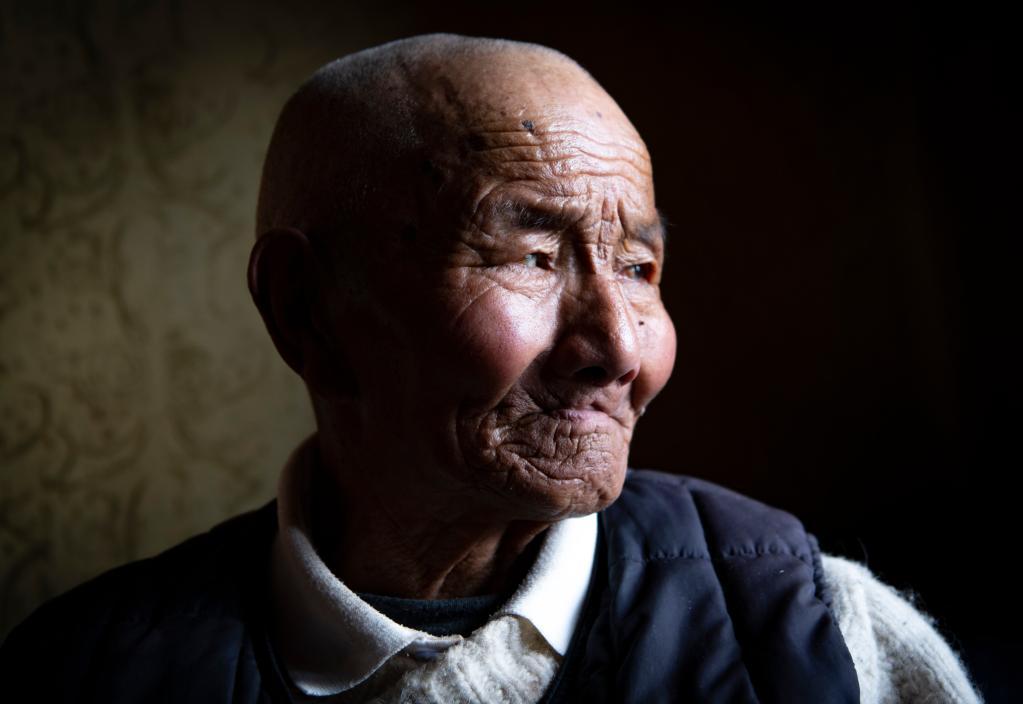 苦難和新生——西藏翻身農奴影像檔案:次培